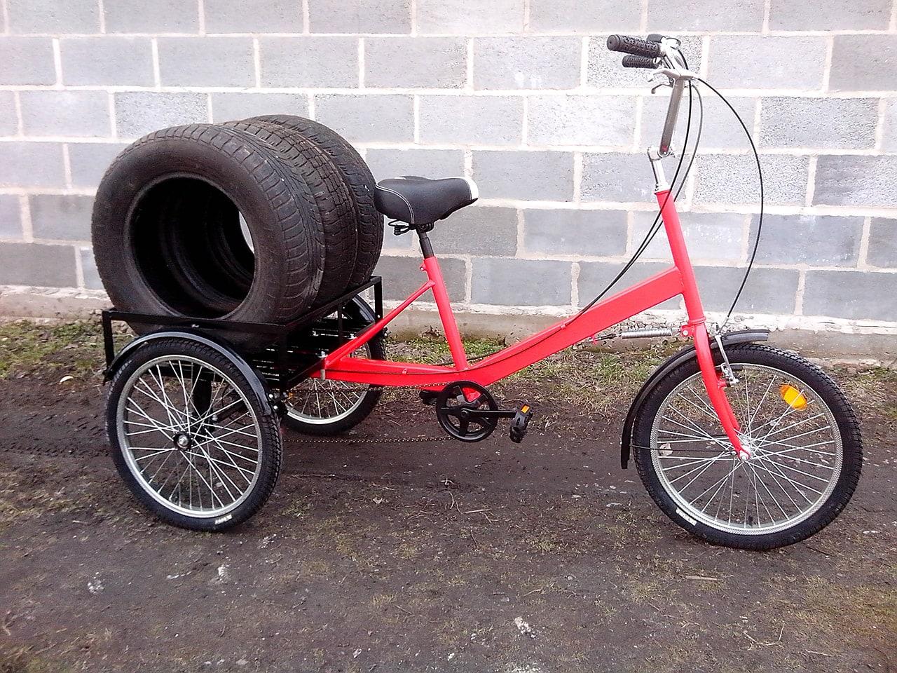 грузовой велосипед с грузом