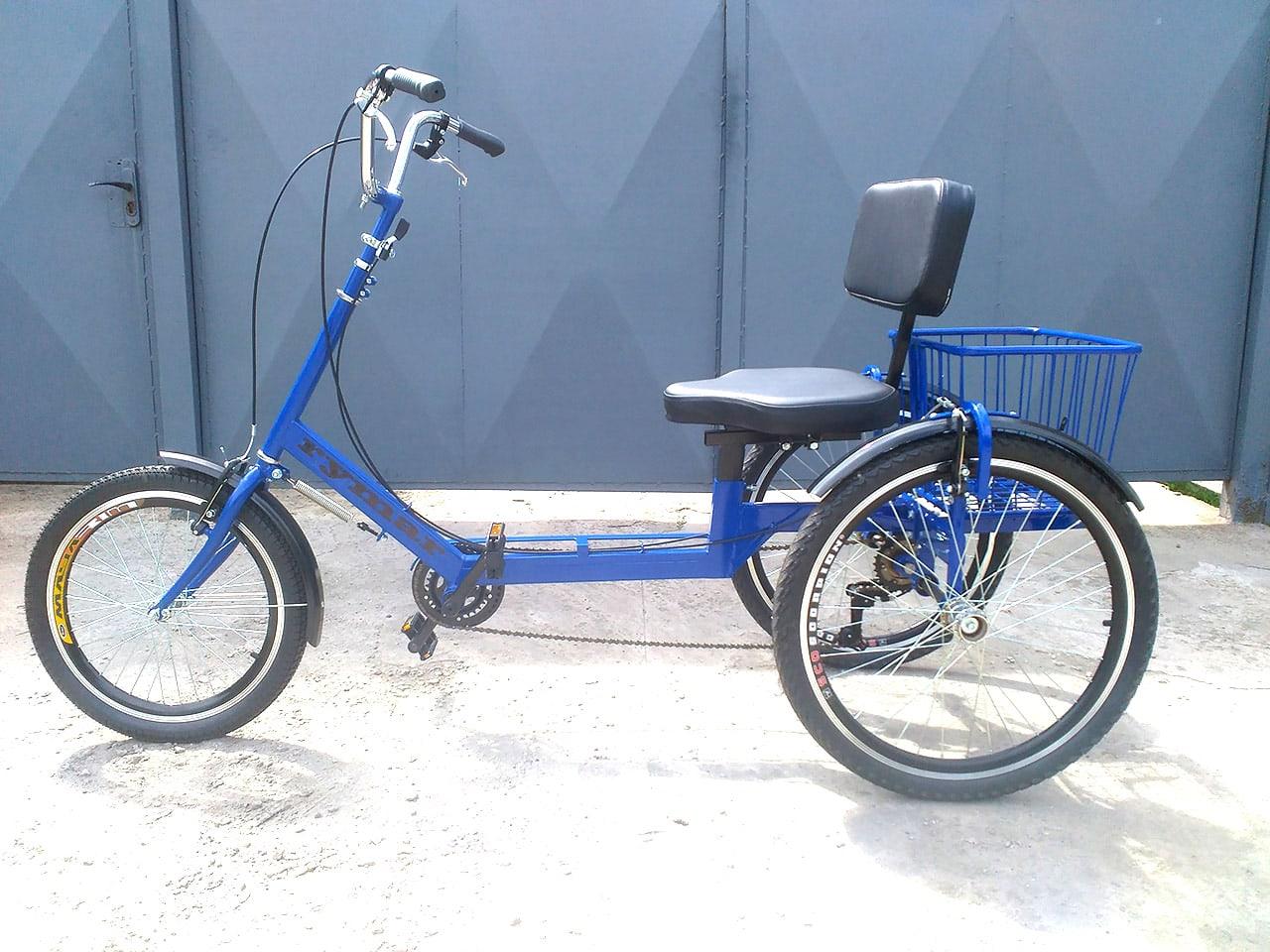 Трехколесный синий велосипед