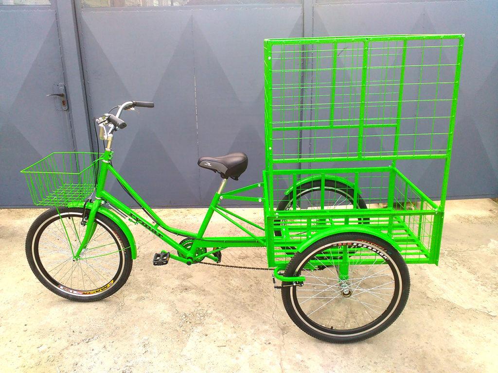 трехколесный велосипед с высокими бортами и передней корзиной