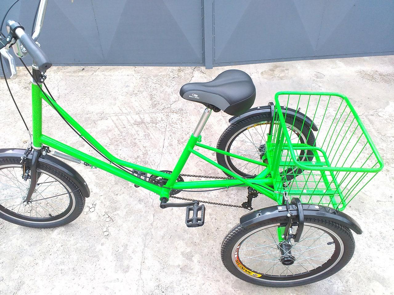 Трехколесный велосипед с корзинкой