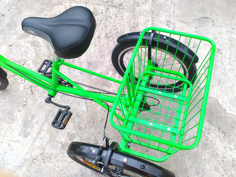 Корзина на трехколесном велосипеде